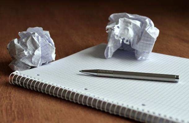 Bolas de papel amassadas