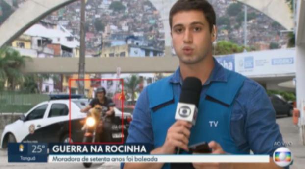"""""""Gato motoqueiro"""" rouba a cena em reportagem ao vivo da TV Globo"""